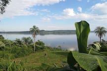 Gartenaussicht auf den Fluss Paraná