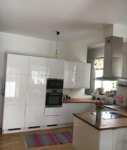 Stor lägenhet under sommaren! - Östersund - Apartmen