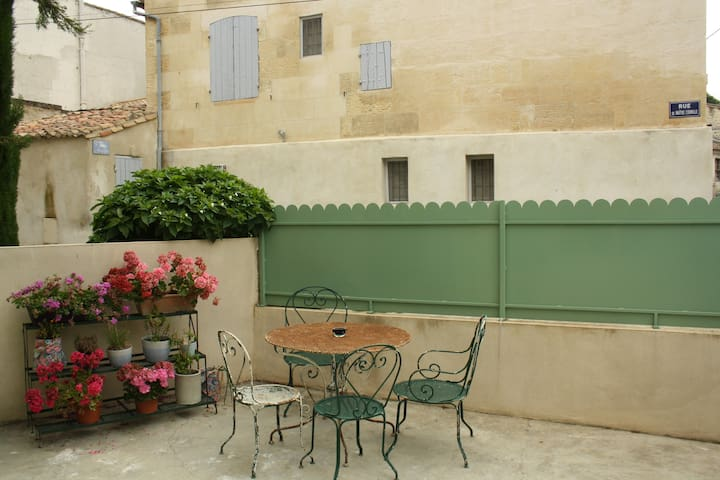 Renovated house in the heart of Fontvieille - Fontvieille - Casa
