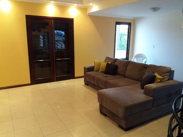 Safe and quiet house in gated community - Londrina - Casa