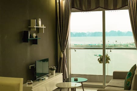Greenbay Apartment with Seaview - Hạ Long