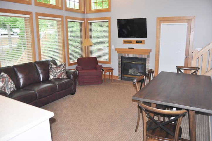 Upper Level Living Area with TV and Fireplace