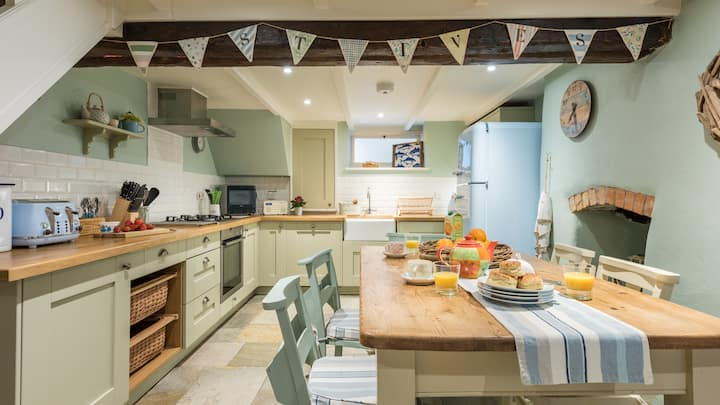 Rose Cottage, a luxury cottage to sleep a family of four in the heart of St Ives, with allocated parking
