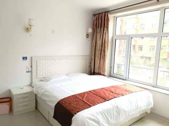 阿尔山市伊尔施天池花园小区15号楼 3单元 201室 华园家庭宾馆