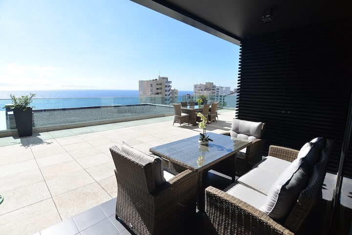 Luxury 3 Bedroom Flat with Sea View Terrace