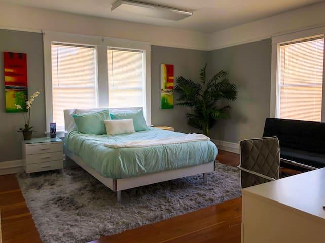 Wynwood Apartment - Entire Place (Edgewater)