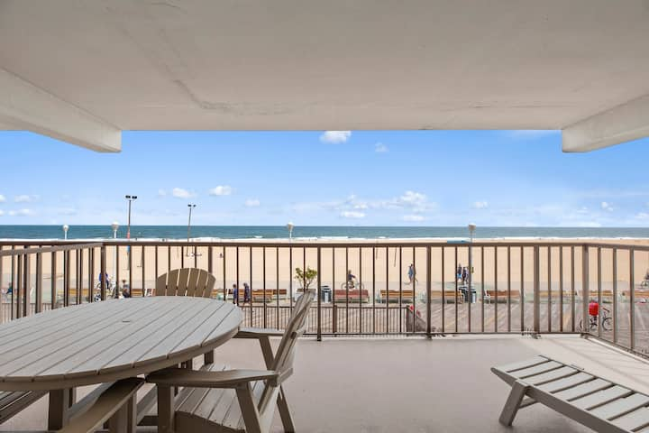 Gorgeous Golden Beach 201 - Directly on the famous OCMD Boardwalk!