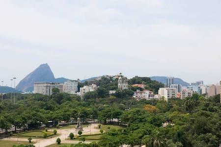 Glória: apê de 2 quartos econômico - Rio de Janeiro