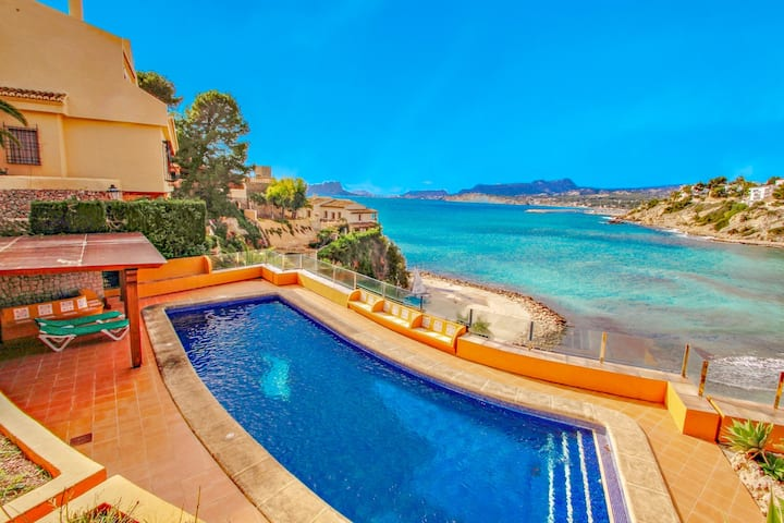 El Portet - beachfront holiday home with private pool in Moraira