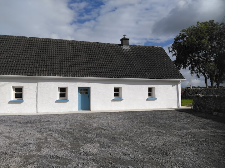 Traditional Farm Cottage 15 mins to Galway city