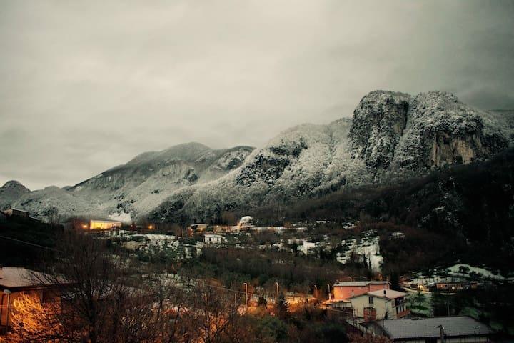 Ai piedi del monte per il tuo relax - Pannarano - House