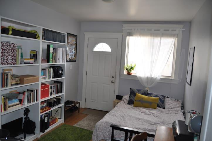 Cozy 1  bedroom & private entrance close to subway - Toronto - Pis
