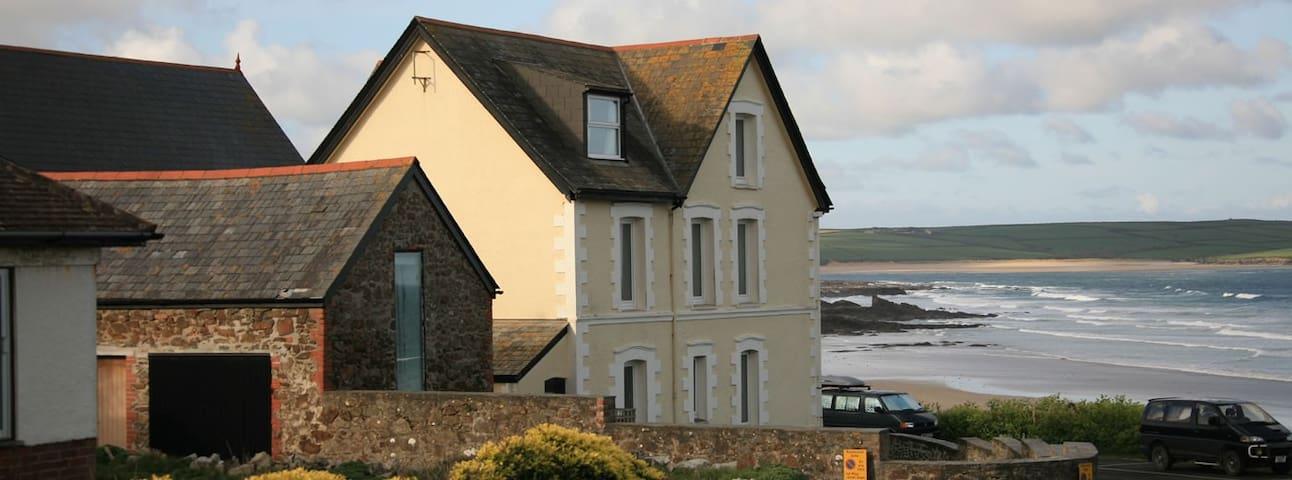 Character Cottage Slps4 overlooking Polzeath Beach