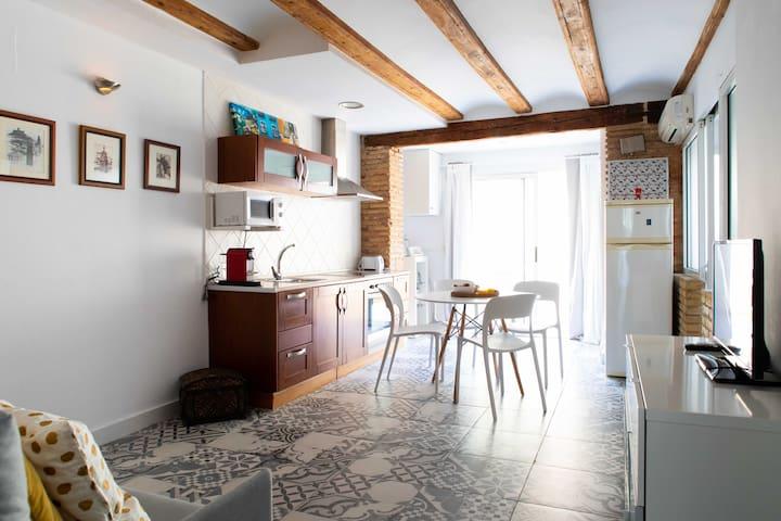 Cuenta con una zona de estar con terraza particular, por lo que toda la vivienda es muy luminosa y dispone de ventilación en ambas fachadas.