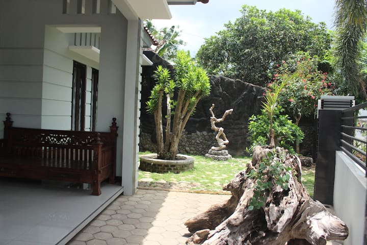 BANYU GUESTHOUSE ROOM BUDGET DOUBLE