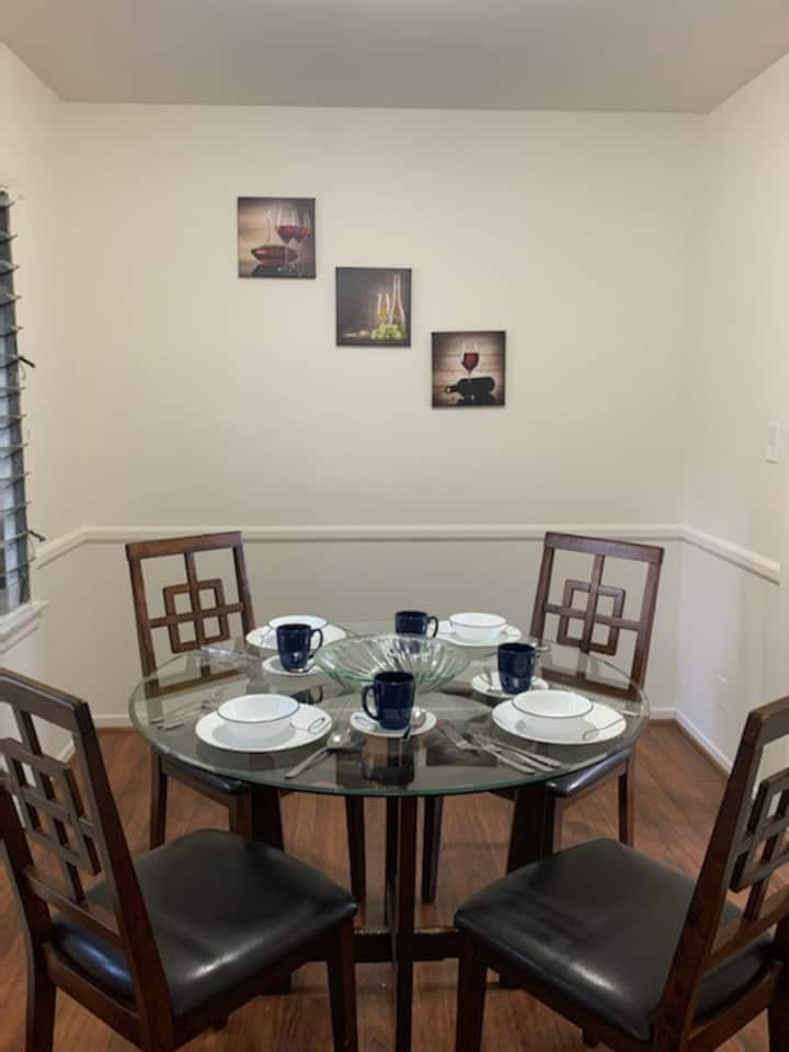 Simple 1 bedroom in an amazing location / Melrose