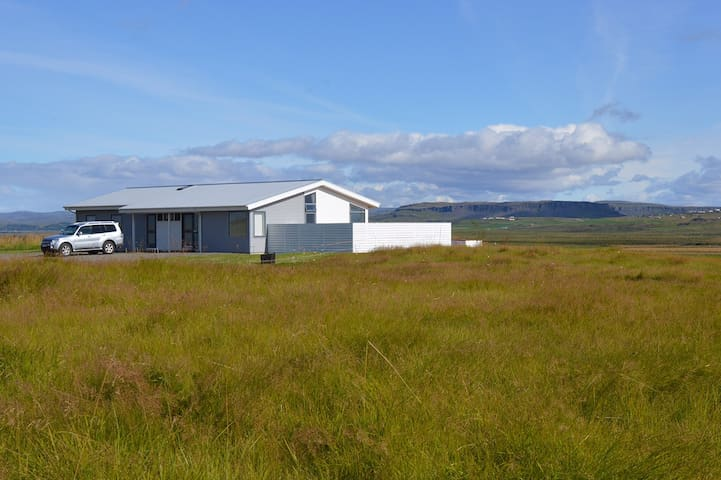 Luxury villa with a river view in south Iceland - Laugarás - 別墅