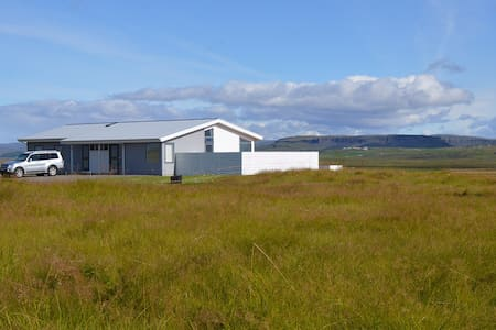 Luxury villa with a river view in south Iceland - Laugarás - Willa