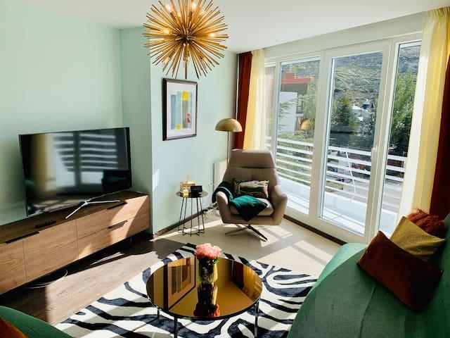 Pradollano Apartment [PARKING + WIFI + NETFLIX]
