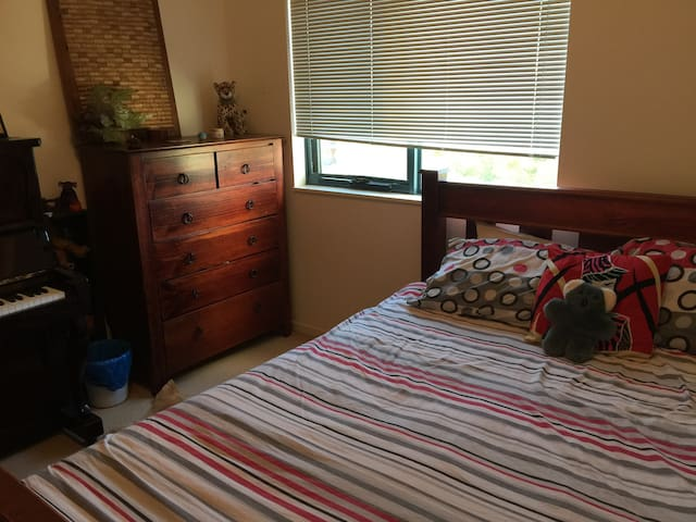 Queen bed +  private bathroom - Sutherland  - Daire