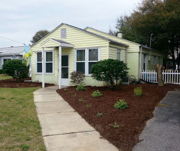 Super Clean and Cozy Yellow House Beach Cottage !
