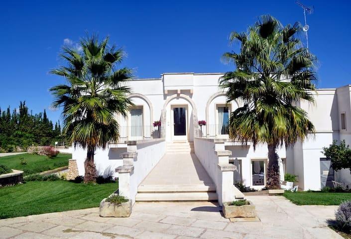 Country Residence Cuti Mari