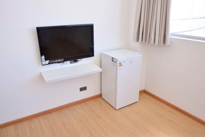 TV/refrigerator