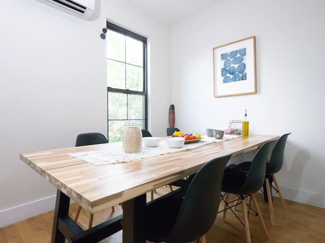 Cozy private room close to L train/great Coliving