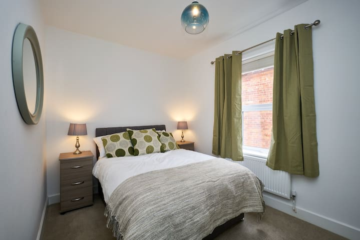 3 person Luxury Apartment in Camberley