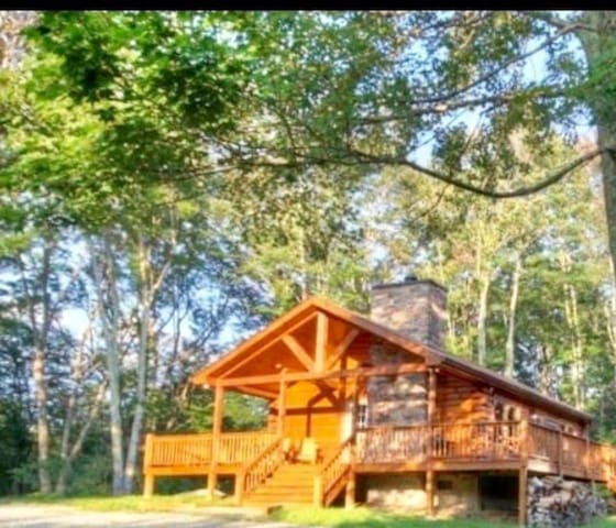 2 BR Cabin with Hot Tub, Deck, Fire Pl