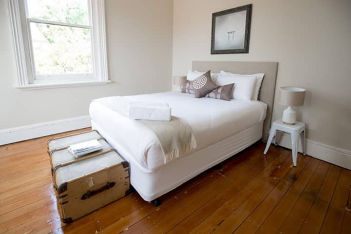 Montacute Boutique Bunkhouse - queen room