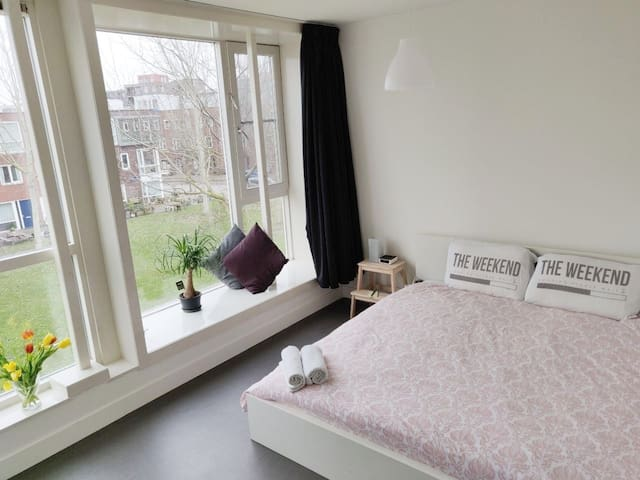 Spacious, modern & cozy room , 20 min to center