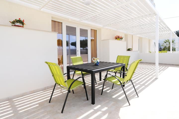 Lovely Apartment in Marina Di Ragusa with Private Terrace
