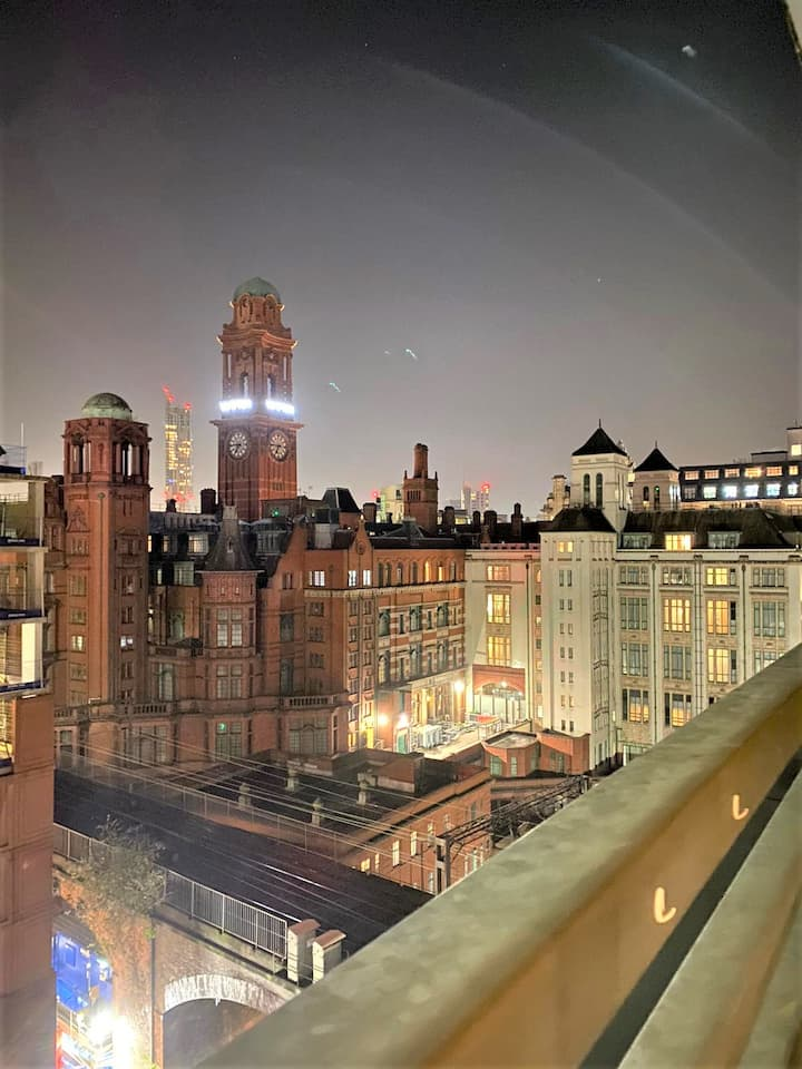 CENTRAL MANCHESTER APARTMENT WITH BALCONY SLEEPS 2