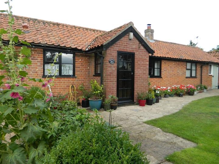 Rural cosy cottage near Dereham