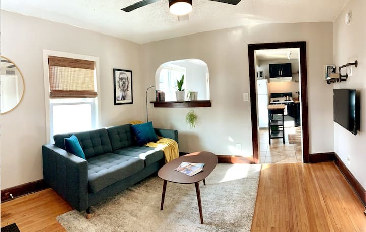 Arts District Chic, Comfortable, Ideal NE Location