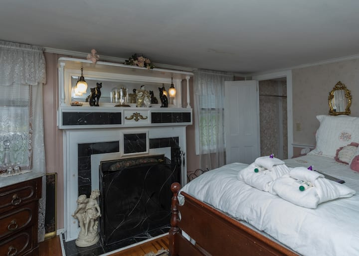 Captain Grant's Victorian Margaret Room.