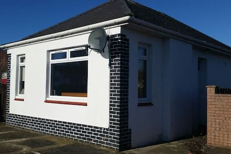 Beautiful, bright detached bungalow - Prestwick