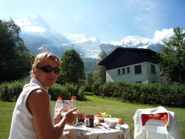 déjeuné avec vue mont-blanc.