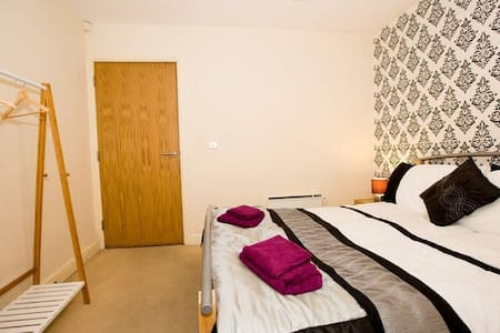 Clean Comfy Double bed - Parking Wakefield/Leeds - Crigglestone