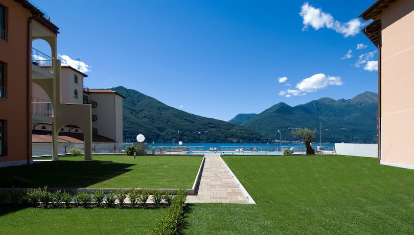 Lake Maggiore 2 bed apartment with pool & jacuzzi