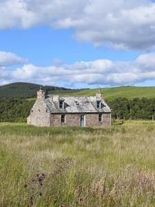 Refurbished Luxury Eco Cairngorms Stone Farmhouse