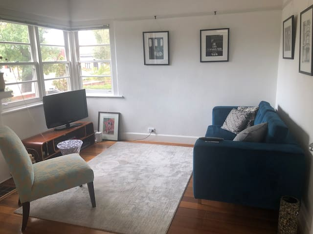 Art Deco Apartment. Beach & Albert Park 5 min walk