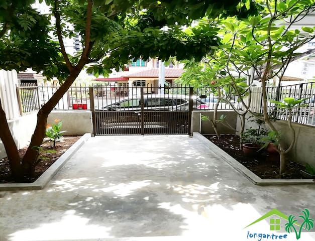 Quiet courtyard, sitting under the longan tree, downtown enjoy a unique leisurely and quiet.