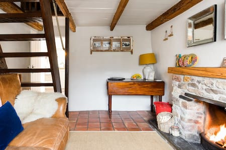 Romantic Boutique Thatched Cottage in Mithian, near St Agnes