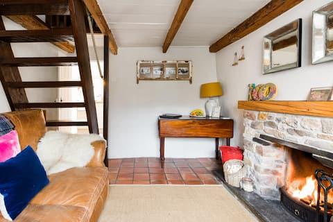 Romantic Boutique Thatched Cottage in Mithian, near St Agnes