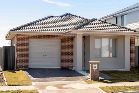 New,Stylish family friendly near shops and Penrith