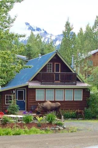 Locals Wave!  Ideal Locale, Price, Cottage: $209/2 - Anchorage - Gistihús