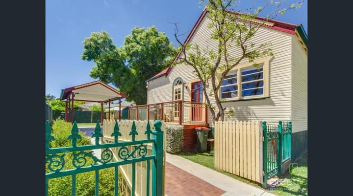 Bright 3-bedroom apartment - Central Armidale