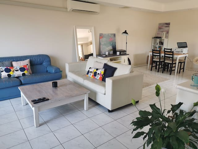 Sunny private room + balcony in Coogee!